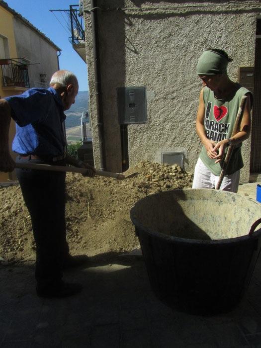 GAP 2012, Nicola, un anziano guilmese che partecipa alla realizzazione dell'opera di Emanuela Ascari