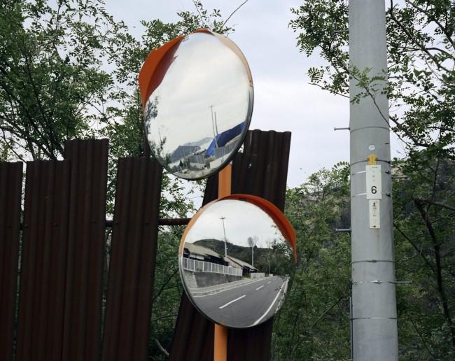 Wim Wenders, Two Mirrors, 2005, C-Print, 125x143.8 cm 1999 © Wim Wenders / Wenders Images