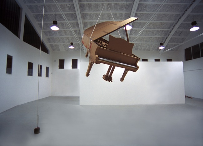 Chris Gilmour, Piano Steinway, dimensioni reali, 2011, courtesy MarcoRossiartecontemporanea