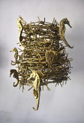 Filippo Sciascia, Untitled 8, 2014, ferro, cavallucci marini, oro,  34 x 26 x 23 cm. Courtesy Poggiali e  Forconi