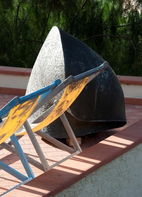 Terrazza delle Querce (parco sculture) Adriano Leverone, Seme - Judit Török, Sette miti. Foto di Blu Mambor