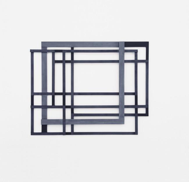 Alessandro Traina, Consequenze/4, 2013, acciaio corten, bitume e stoffa, 132x105 cm