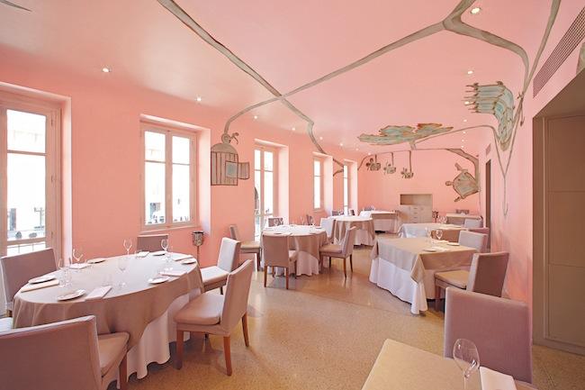 Veduta del ristorante Piazza Duomo, Alba. Foto: Fabrizio Marchesi