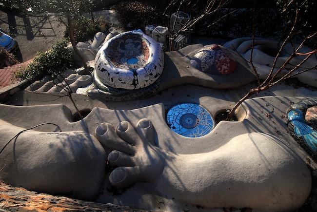 La Grande Madre (o La Bistrega), inizio lavori ferro, cemento, mattoni e mosaici Opera collettiva su progetto di Claudia Lauro e Judit Török. Foto di Enzo Sforza