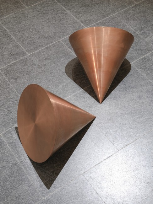 Roni Horn, Pair Object VI, 1989, rame solido, 2 elementi, 33x43.2 cm ciascuno, Museo Cantonale d'Arte, Lugano Donazione Panza di Biumo Foto Giorgio Colombo