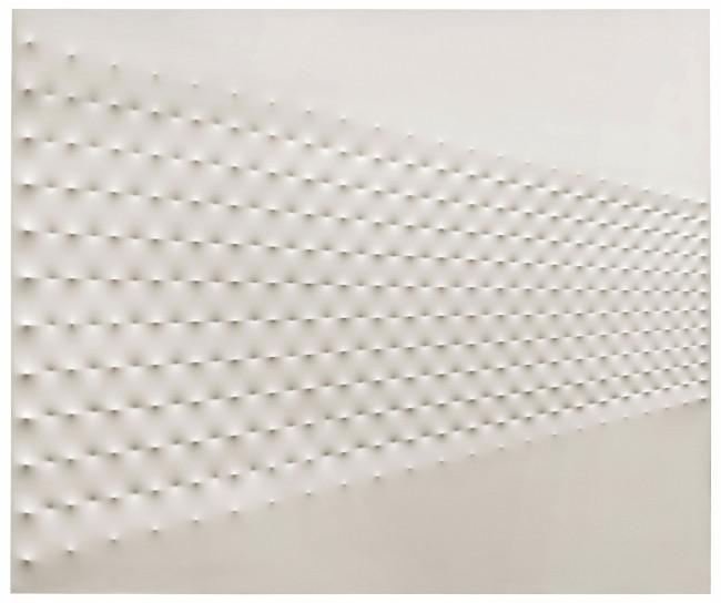 Enrico Castellani, Superficie Bianca, 1967, acrilico su tela, 235x279.5 cm Courtesy Sotheby's, Londra-Milano