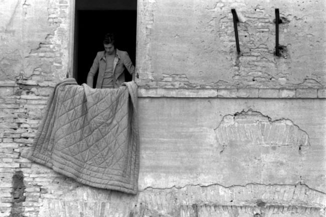 Franco Guerzoni, Studio per un pavimento imbottito, 1970 Foto di Luigi Ghirri Courtesy Archivio dell'artista