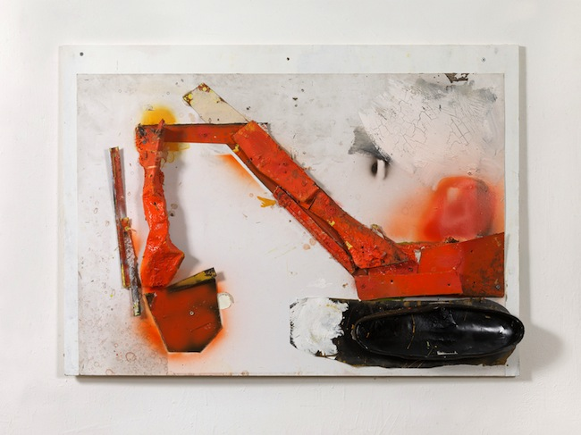 G. Cossio,  Escavatore arancione,  2014, tecnica mista e collage su tavola, cm. 73x110x7,5, foto Dario Lasagni