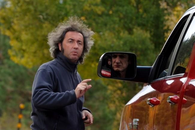 """Gianni Fiorito, New Mexico, Ottobre 2010, Set del film  """"This must be the place"""" di Poalo Sorrentino, nella foto Sean Penn con Paolo Sorrentino"""
