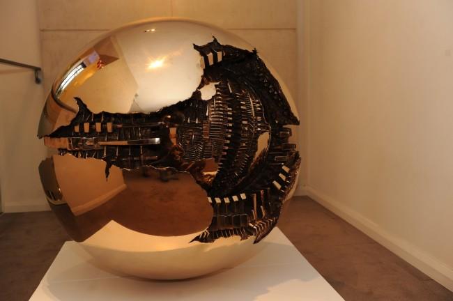 Arnaldo Pomodoro, Sfera con sfera Foto di Andrea Cabiale