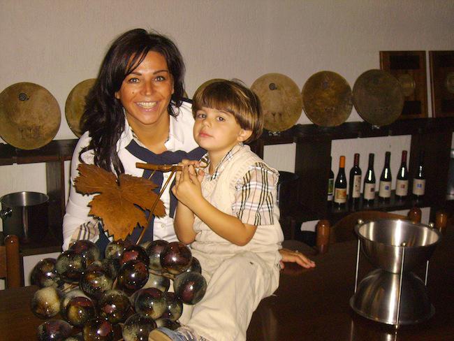 Ritratto di Laura Botto Chiarlo con il figlio Matteo Chiarlo