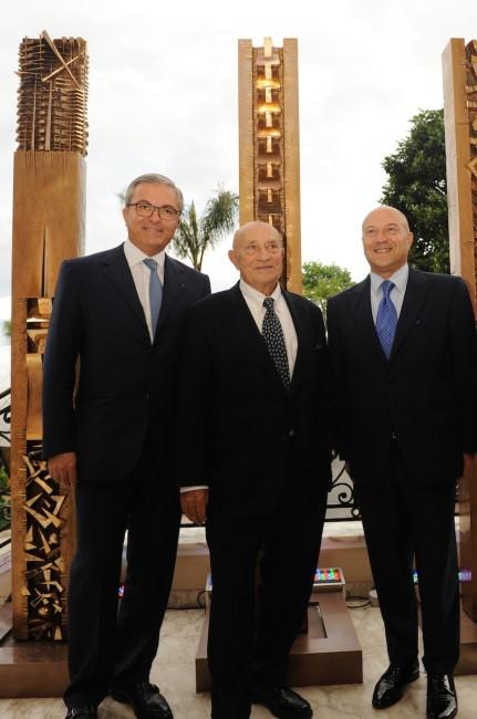 Il CEO Barclays Francesco Grosoli, l'artista Arnaldo Pomodoro, S.E. l'Ambasciatore Antonio Morabito Foto di Andrea Cabiale