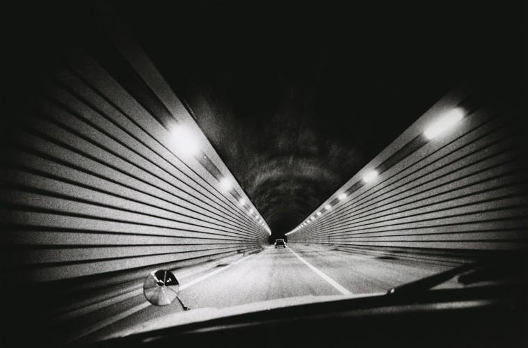 Daido Moriyama, Highway, Shizuoka, Japan, 1969, fotografia b/n Courtesy l'artista