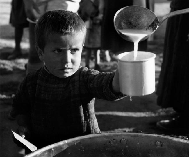 David Seymour, Rifugiato dalle zone della guerra civile. Ionannina, Greece. 1948 © David Seymour / Magnum Photos