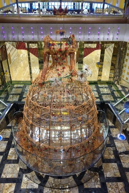 Resi Girardello, PrinciStella Maris, 2014, fili metallici policromi lavorati a mano e all'uncinetto, struttura in acciaio, cm 370x220x220