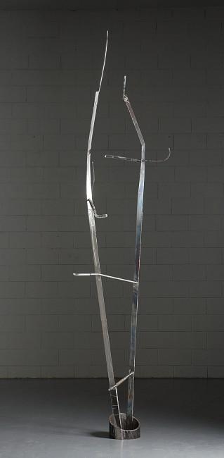 Valdi Spagnulo, Scalata Impossibile, 2006, acciaio inox spazzolato e brunito, ferro e plexiglass trattato, 290x75 cm