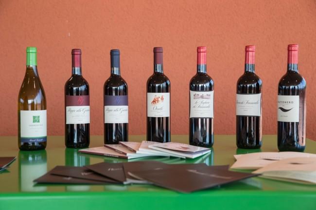 Produzione etichette Rocca di Frassinello, Rocca di Frassinello, Gavorrano (GR) © Massimo Sestini