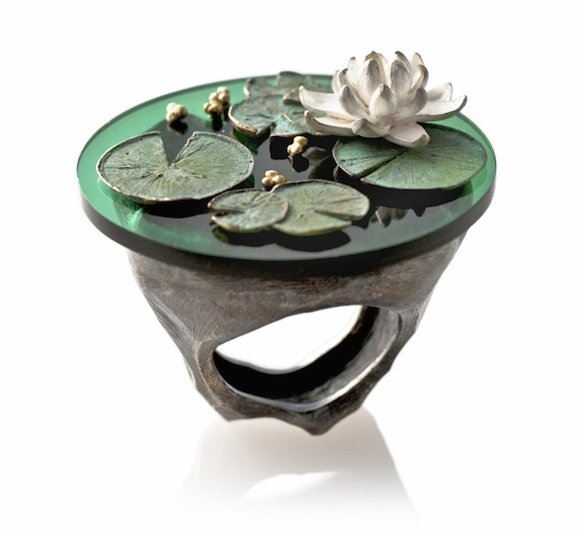 Luisa Bruni, cra...cra... Anello in argento, oro, bronzo, resina