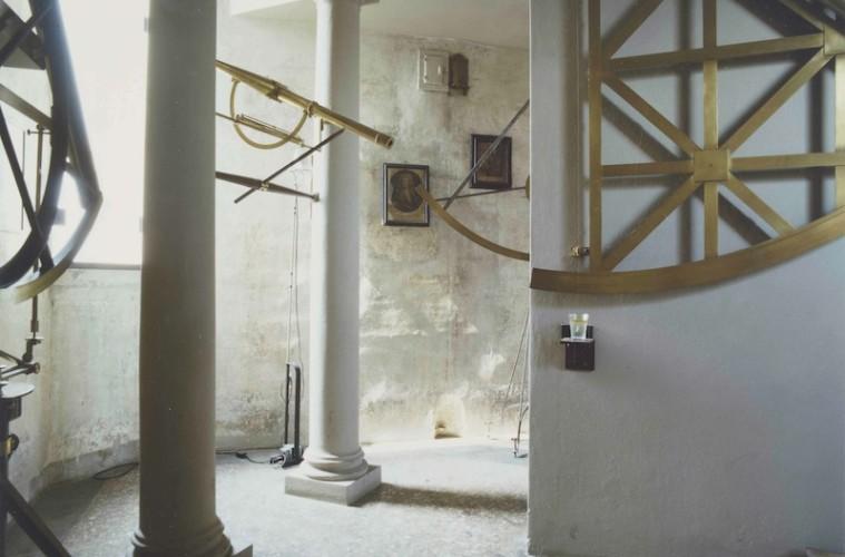 Luigi Ghirri, Bologna 1985, Serie Museo dell'Astronomia, 1985, 21, 5 X17,5 cm, cibachrome da dia 6X7 cm, Courtesy Galleria Poggiali e Forconi.