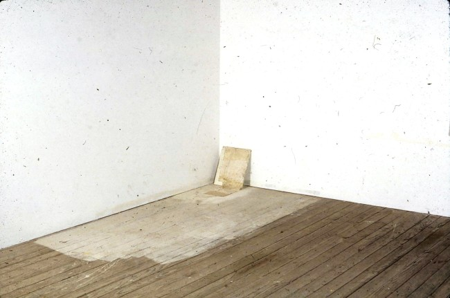 Lawrence Carroll, Untitled, 1990, olio, cera e tela su legno, 91.5x147.3x30.5 cm, Collezione dell'artista Photo credit: Carroll Studio
