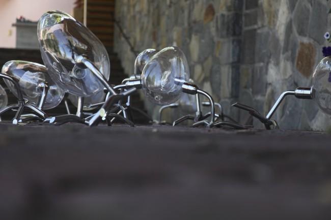 Le uova che camminano, installazione, autore Koen Vanmechelen per Berengo Studio