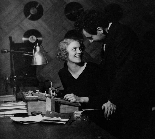 Man Ray e Lee Miller © Lee Miller Archives: p. 104 (1939) (ph. Theodore Miller, 1931) c?eravamo tanto amati. Le coppie dell'arte nel Novecento pp. 88, Electa, 2014