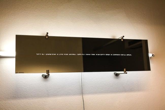 -Antonello Ghezzi, Comizi d'Amore, materiali vari, specchio e neon, dime