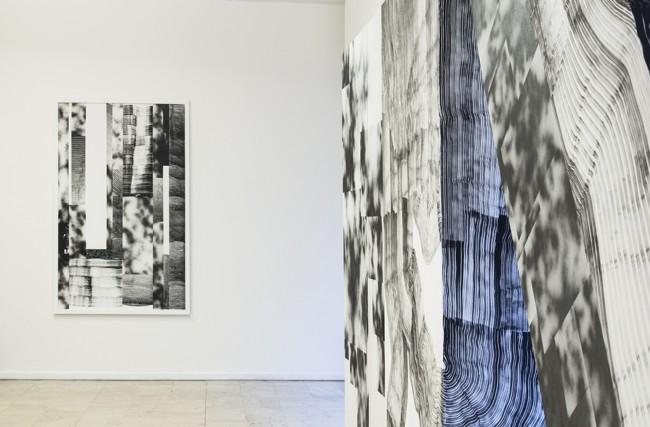 Francesco Igory Deiana e 2501, Vista parziale dell'installazione Involving Doubts, dicembre 2014, D 406 fedeli alla linea Foto R.P. Guerzoni