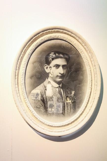 Oriella Montin, Alla ricerca del Tempo Perduto 3011, con ago, filo e collage su fotografia d'epoca, courtesy VV8 arte contemporanea