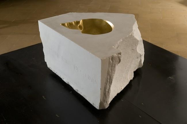 """""""Principio e destino"""", 2012, marmo statuario di Carrara e foglia d'oro, cm 130x130x80"""