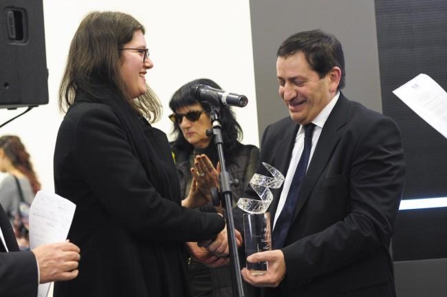 La consegna del premio alla vincitrice Alessia Xausa, Premiazione Euromobil, Pad 25, 24/01/2015, Arte Fiera 2015, Bologna