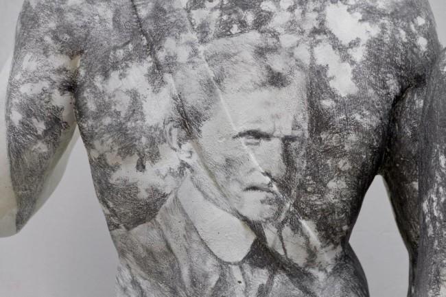 Andrea Mastrovito, Here the dreamers sleep, 2015, matita su sculture in cemento, dimensioni ambientali (dettaglio) Foto Maria Zanchi Courtesy Boxart, Verona
