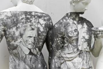 Andrea Mastrovito, Here the dreamers sleep, 2015, matita su sculture in cemento, dimensioni ambientali, (dettaglio) Foto Maria Zanchi Courtesy Boxart, Verona
