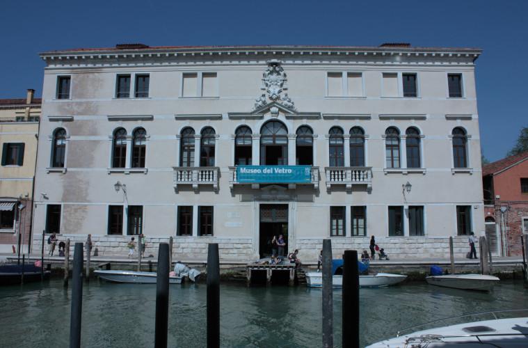 Esterno del Museo del Vetro di Murano, facciata di Palazzo Giustinan sede del Museo del Vetro a Murano dal 1861, antico Palazzo dei Vescovi di Torcello, si affaccia sul Canal Grande di Murano