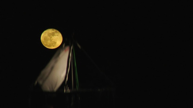 Driant Zeneli, Some Say the Moon is Easy to Touch..., 2011. Video, 04'43''. Courtesy the artist and prometeogallery di Ida Pisani, Milan-Lucca