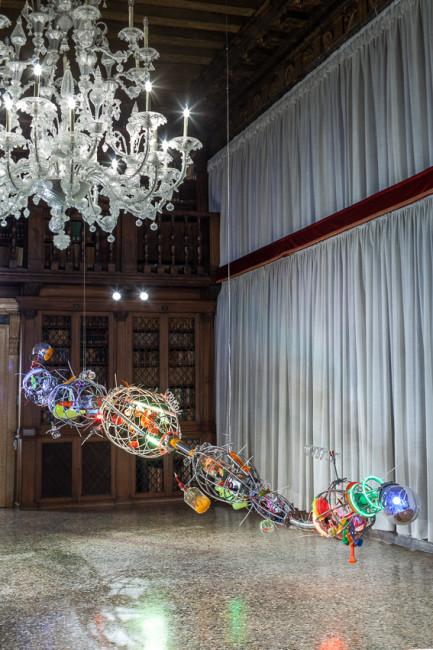 Within light / Inside glass. Un'intersezione tra arte e scienza, veduta della mostra, Istituto Veneto di Scienze, Lettere ed Arti, Palazzo Loredan, Venezia