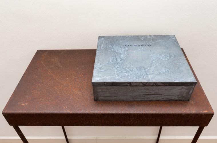 Pier Paolo Calzolari, Cantata Bluia libro dore, 1999, libro d'artista - #3 Courtesy galleria Riccardo Crespi, photo by Marco Cappelletti