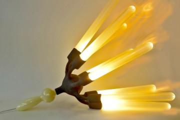 Richard Meitner, Tako-age, 2015, vetro borosilicato, fibra di vetro, resina epossidica, struttura in acciaio e alluminio, illuminazione interna in vetro, fibra di vetro, resina epossidica, uretano, condotto di acciaio, alluminio, vetro laccato, illuminazione principale, rivestimento in ferro, 75x68 Ø cm