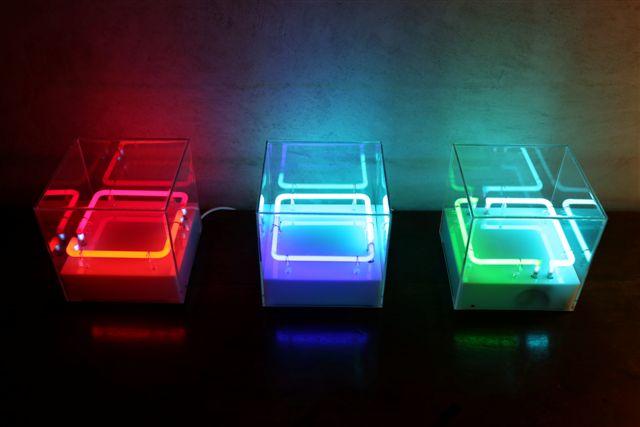 Manuela Bedeschi, Tre volte quadrato, 2014, neon e plexiglass, 20x20x20 cm