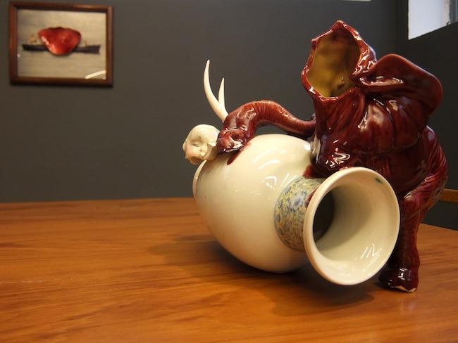 L'elefante e il vaso ceramica, 2015, cm 30x25x38