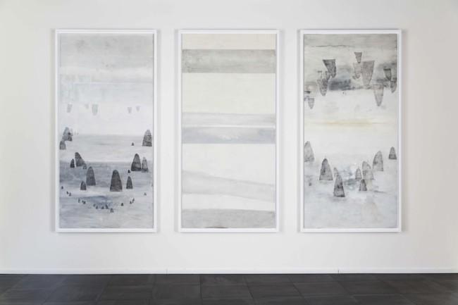 Elisa Bertaglia, Driftwood, 2015, olio, carboncino e grafite su carta Foto di Andrea Sartori