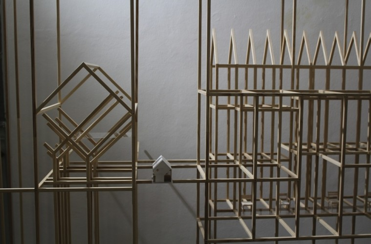 Hiroyuki Shinozaki, Home in House, 2015, installation built with around 3000 white ash timbers of 12mm width