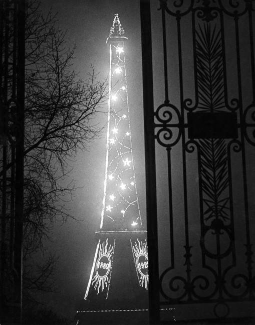 Brassaï, Torre Eiffel, 1932 © Estate Brassaï