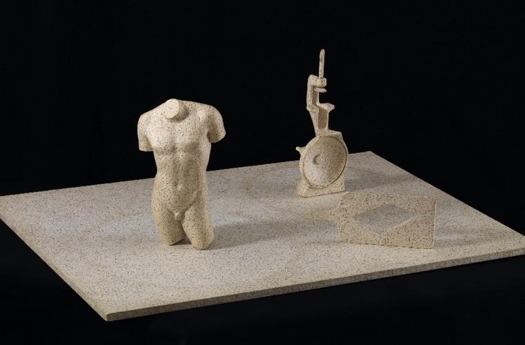 Jiří Kolář, Vyhnani z Pekla, 1971, oggetti chiasmage su tavola, 100.2x71.4 cm