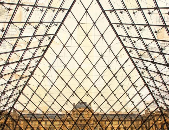 Nicolo' Quirico, Parigi, La Voliere, 2015, stampa fotografica su collage di pagine di libri d'epoca, cm 130x130x4,15, courtesy Costantini Art Gallery