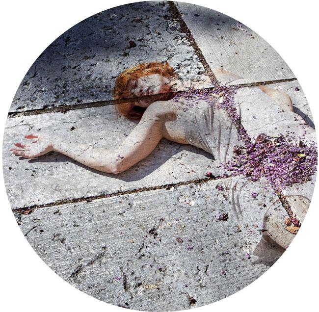 Francesca Della Toffola, Accerchiati incanti, 2013-2015, stampa a colori su carta cotone, cm diametro 30 o 50, ed. 25, courtesy Galleria Melesi, Lecco