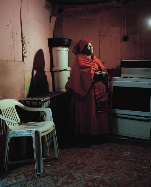 Tommaso Fiscaletti, Sylvia Ntantiso at home, Dunoon, Cape town, 2014, cm 60x50, Courtesy The Format gallery, Milano e artista