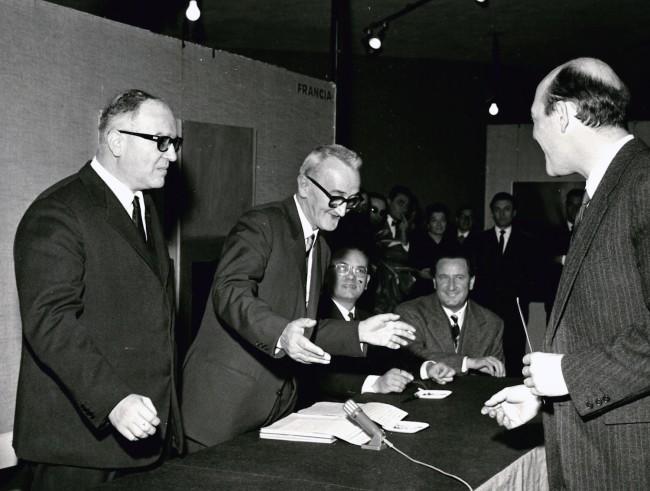 Conferimento del Gran Premio per la Pittura a Piero Dorazio, XIV Premio Lissone 1965