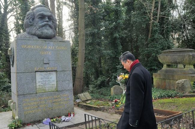 Tomba di Karl Marx nel cimitero Highgate, Londra. Courtesy Gino Russo 2015