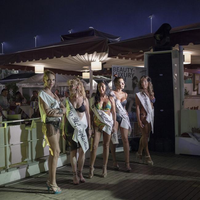 """HOTEL IMMAGINE, Riccione (RN), agosto 2012. L'elezione di Miss Chirurgia Estetica al """"Beach Cafè"""". Riccione (RN), Agosto 2012"""